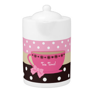 Rosa femenino de la taza de té del tiempo del té y