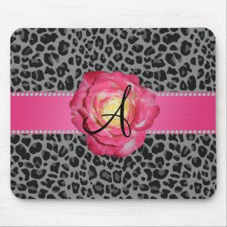 Rosa gris del estampado leopardo del monograma sub tapetes de raton