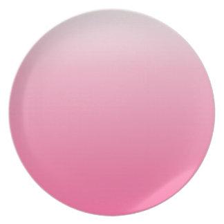 Rosa guarro a la pendiente horizontal color de ros plato de comida