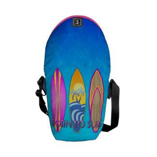 Rosa llevado para practicar surf bolsa messenger