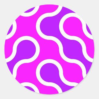 Rosa orgánico y blanco del modelo texturizados pegatina redonda