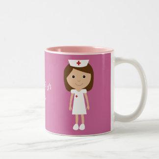 Rosa personalizado enfermera linda del dibujo taza de dos tonos
