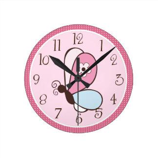 Rosa personalizado y reloj de la mariposa de Brown