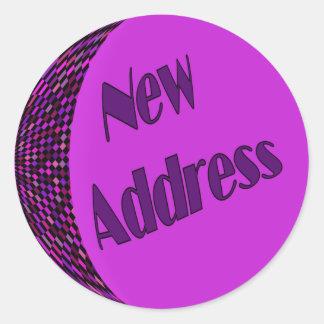 Rosa púrpura de la nueva dirección pegatina redonda