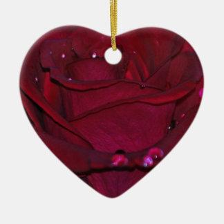 Rosa rojo apasionado adorno de cerámica en forma de corazón