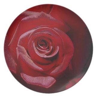 Rosa rojo aumentado Digital en la plena floración Plato De Comida