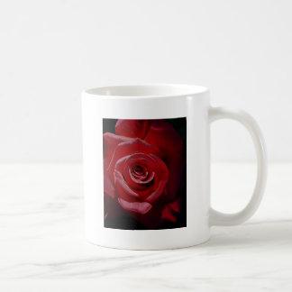 Rosa rojo aumentado Digital en la plena floración Taza