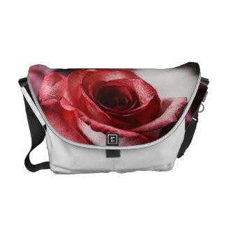 Rosa rojo bolsa de mensajería