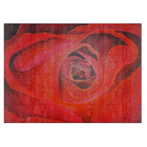 Rosa rojo de la tarjeta del día de San Valentín en Tablas De Cortar