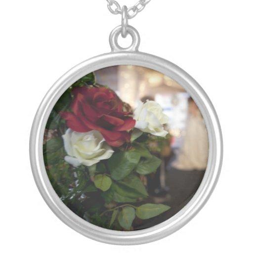 Rosa rojo del collar del amor