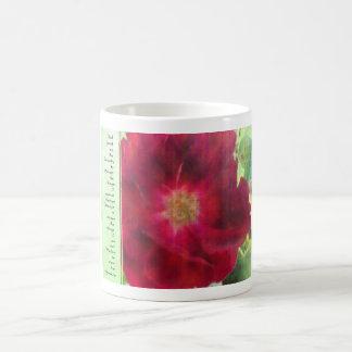 Rosa rojo del rezo de la serenidad en verde taza