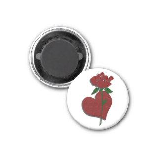 Rosa rojo e imán del corazón