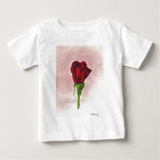 Rosa rojo elegante por CricketDiane Playera