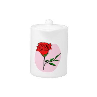 Rosa rojo estilizado hermoso en fondo rosado