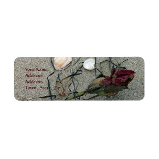 Rosa rojo perdido en el mar etiqueta de remitente