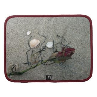 Rosa rojo perdido en el mar planificador