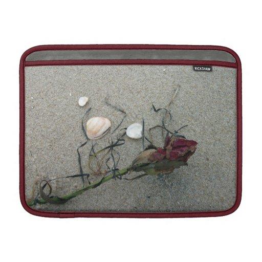 Rosa rojo: Perdido en el mar Funda Para Macbook Air