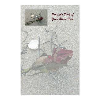 Rosa rojo perdido en el mar papelería de diseño