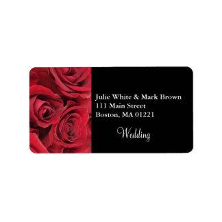 Rosa rojo que casa la etiqueta del remite etiqueta de dirección
