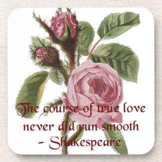 Rosa rojo relativo a Shakespeare de la cita y del  Posavasos De Bebidas