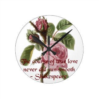Rosa rojo relativo a Shakespeare de la cita y del  Reloj Redondo Mediano