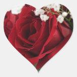Rosa rojo rojo - en forma de corazón pegatina en forma de corazón