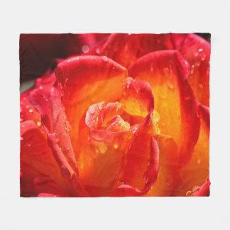 Rosa rojo y amarillo manta de forro polar