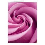 Rosa rosado doblado a la tarjeta de felicitación d