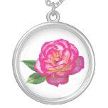 Rosa rosado y blanco collar