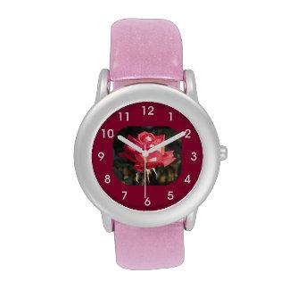Rosa rosado y blanco reloj de mano