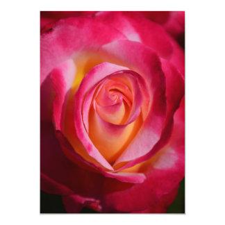 """Rosa rosado y rojo con puntos culminantes invitación 5"""" x 7"""""""
