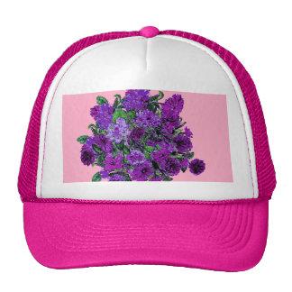 Rosa suave femenino con las flores púrpuras gorras