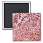 Rosa y cordón del oro imán para frigorífico