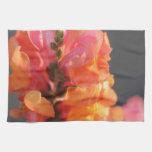 Rosa y flores tropicales anaranjadas toallas de cocina