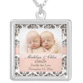 Rosa y gemelos del collar de la foto del bebé del