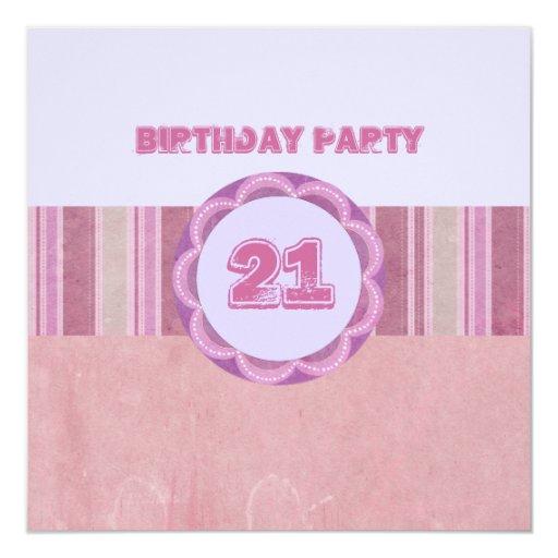 Rosa y invitación rayada azul del cumpleaños