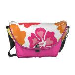 Rosa y la bolsa de mensajero floral anaranjada bolsa de mensajeria