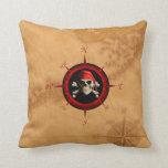 Rosa y mapa del compás del pirata almohada