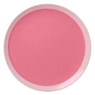 Rosa y placa rosada brillante plato de comida