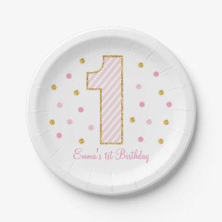 Rosa y placas de papel del primer cumpleaños del platos de papel