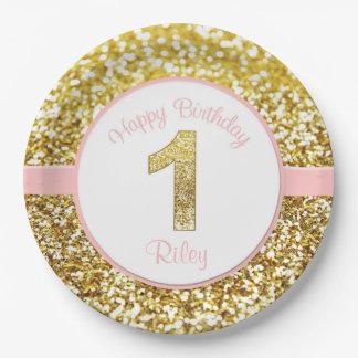 Rosa y placas del cumpleaños del oro para los platos de papel