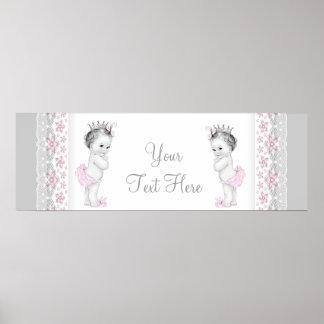 Rosa y princesa gemela gris de la niña poster