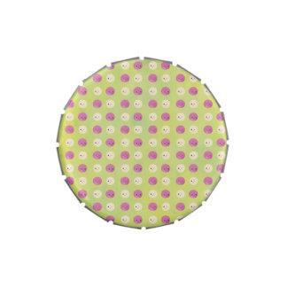 Rosa y puntos lindos de la crema latas de caramelos