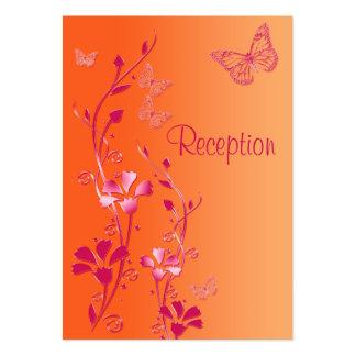Rosa y tarjeta floral anaranjada de la recepción d