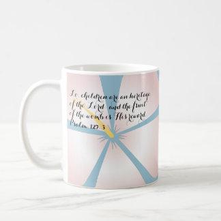 Rosa y verso tropical azul de la biblia de la taza