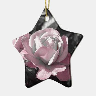 Rosaleda rosada adorno navideño de cerámica en forma de estrella