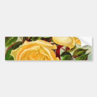 Rosas amarillos del vintage en un florero pegatina para auto