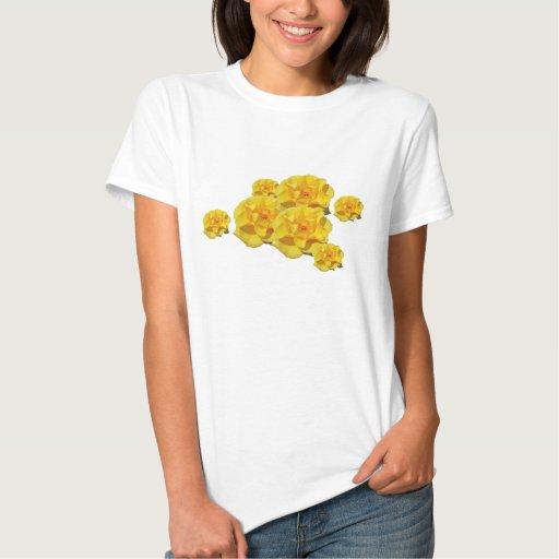 Rosas amarillos en camisa de la floración
