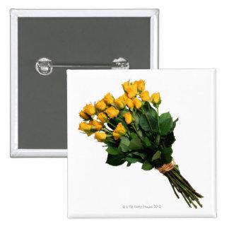 Rosas amarillos envueltos con la rafia pin cuadrado