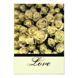 Rosas amarillos que casan la invitación